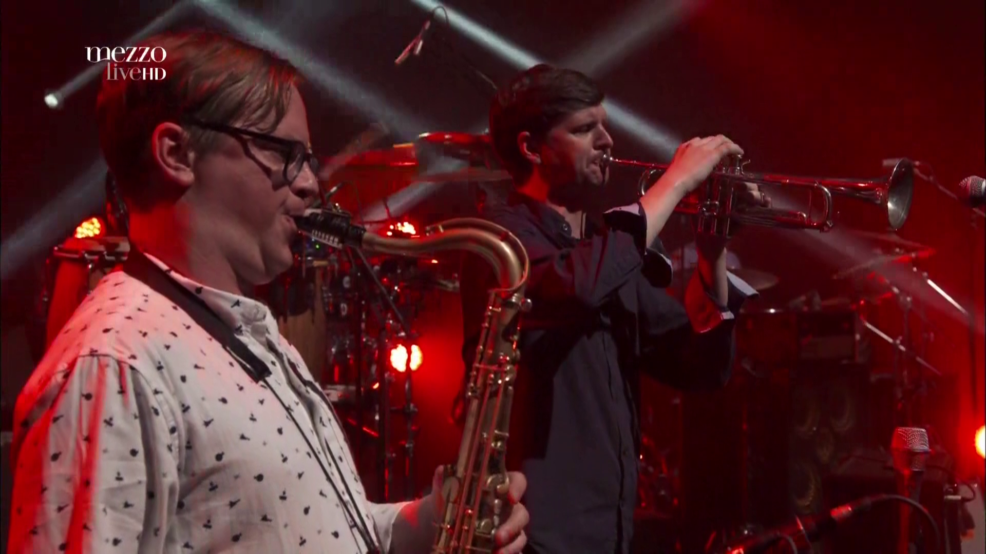 2017 Snarky Puppy - Live In Paris [HDTV 1080i] 4